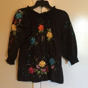"""Light weight beautiful Blouse""NWOT)"